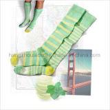 Ungerade Nadelstreifen geben Ansammlungs-Kleid-Socke frei