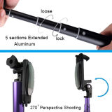 ミラーの携帯電話を使ってBluetoothアルミニウムSelfieの棒そしてシャッターを使って