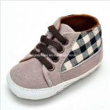Chaussures de bébé d'intérieur d'enfant en bas âge 04