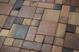 La cucina copre di tegoli le mattonelle di mosaico di legno