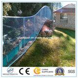 電流を通されたチェーン・リンクの塀の庭の塀