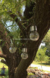 Das Glas, das Solar-LED hängt, beleuchtet im Freien