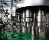 装置/機械をびん詰めにするプラスチックびんによって炭酸塩化される飲み物