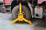 Braçadeira de roda enorme do caminhão