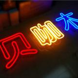 Sinais de néon a pilhas de produto novo feitos em China