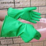 Перчатка латекса кухни зеленого домочадца моя