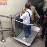 Люди с ограниченными возможностями использует электрический материал подъема лестницы
