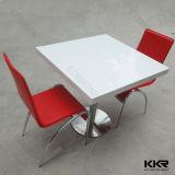 Tabelle pranzanti superiori della pietra moderna del ristorante