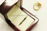 Pequeño rectángulo de regalo de madera de Lacqured para el anillo