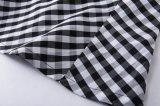 Asos様式のレトロの再生の女性は衣類を卸し売りする