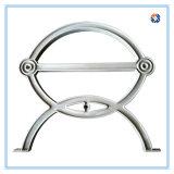 El hierro que echa el banco al aire libre cerca a presión el proceso de la fundición