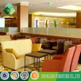 직물 소파 세트와 식당에 사용되는 가죽 안락 의자