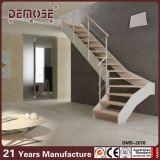 Escaleras de interior constructivas del desván (DMS-2078)