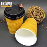 Cuvette de café de papier chaude estampée de mur d'ondulation