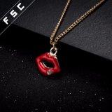 Form-rote Lippenanhänger-Halskette der Frauen Gold überzogene