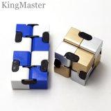 O cubo mágico brinca o cubo da Plástico-Mágica para miúdos