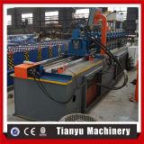 Espárrago y pista del metal del canal de Furring del metal que hacen la máquina