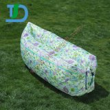 屋外の特別なプリントキャンプのための空気によって満たされる膨脹可能なLoungerのソファー