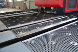 Macchina per forare di alluminio idraulica approvata di CNC del certificato di iso con il piatto dell'acciaio inossidabile