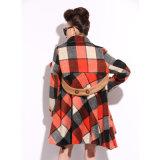 長く女性の衣服のための格子コートで緩めなさい