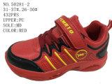 Trois chaussures d'enfants d'unité centrale de couleurs