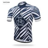 イベントのための人のチーム自転車のワイシャツの衣類