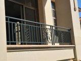 Clôture décorative d'escaliers de fer travaillé de cru