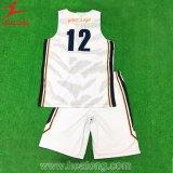 熱い販売の完全な昇華スカイブルーそして白い両面の新式のバスケットボールジャージー