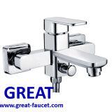 Cromo que termina o Faucet elegante do banheiro