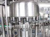 Remplissage de bouteilles liquide de l'eau mettant/chaîne de production en plastique de remplissage de bouteilles