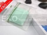 Plisado envuelto alrededor del jabón hecho a mano natural del hotel