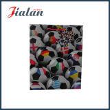 綿のハンドルを持つ人のためのフットボールデザイン光沢紙袋