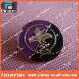 Liberar la divisa de encargo del Pin de la solapa del explorador de muchacho del esmalte del metal del diseño