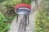 Fogão de acampamento portátil na churrasqueira