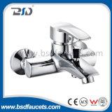 Горячей холодной латунной Faucet смесителя ливня ванны крома установленный стеной