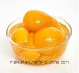 De ingeblikte Gele Helften van de Perzik in Lichte Stroop