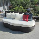 Im Freienmöbelbrown-Rattan-Sofa-Bett
