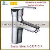 Escolhir o misturador de bronze da água do dissipador de cozinha do punho