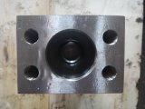 Pezzo fucinato e CNC che lavorano vizio alla macchina idraulico