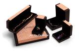 Rectángulo de empaquetado del brazalete de la pulsera del regalo hecho a mano de encargo de la joyería con insignia de encargo
