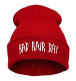 Grundlegende einfache Stickerei-Art gestrickter strickender Hut