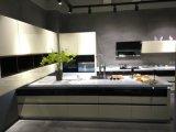 Aisenオーストラリアの白いラッカー別荘のための混合されたPVC木製の食器棚