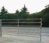 馬の一時に囲うことのための金属の塀