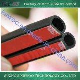 Il nastro dell'adesivo 3m si sporge striscia della guarnizione della gomma di silicone