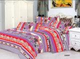 多または綿の明白な寝具セットかホテルのコレクションの寝具