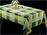 PVC材料、Oilproof、防水機能および正方形の形のテーブルクロスのプラスチック明確な透過