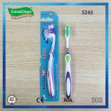 Toothbrush degli adulti alti freschi con la ruspa spianatrice di linguetta unita