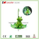 Rana decorativa Polyresin con paraguas Birdfeeder para la decoración del árbol y del jardín