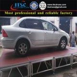 Truss de alumínio com cobertura em madeira compensada testada por carro