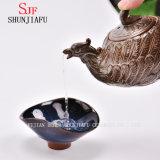 陶磁器Teapot/aのレトロおよび一義的な美の形